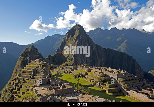 The Inca ruins of Machu Picchu with Huaynu Picchu behind in the Sacred Valley of Peru at sunset. - Stock Image