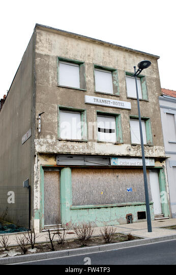 In a depressed area near the Port of Calais a boarded up Transit-hotel - Stock Image