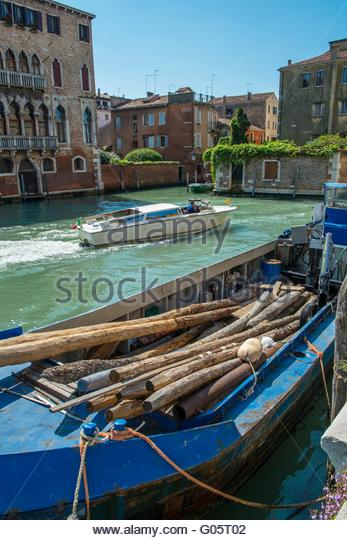 Barge with replacement mooring postsVenice, Italy, April - Stock-Bilder