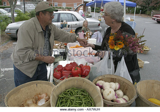 West Virginia Lewisburg Saturday Farmers Market red peppers shopping locally grown produce - Stock Image