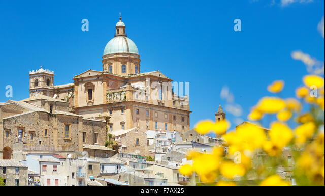 Piaza Armerina, view at Baroque Cathedral from 1768, Sicily, Italy - Stock-Bilder