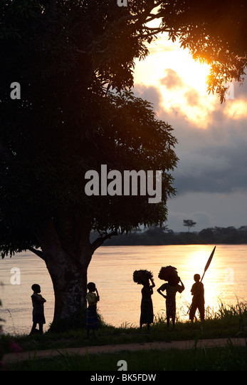 Children seen on the banks of the Congo river, Democratic Republic of Congo, Africa - Stock-Bilder