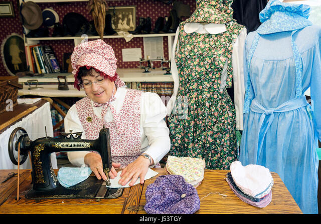 Arkansas Ozark Mountains Mountain View Ozark Folk Center State Park Country Kitchen sewing shop woman pioneer dress - Stock Image