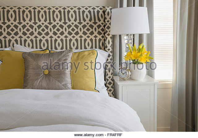 Details of contemporary bed with pillows. - Stock-Bilder