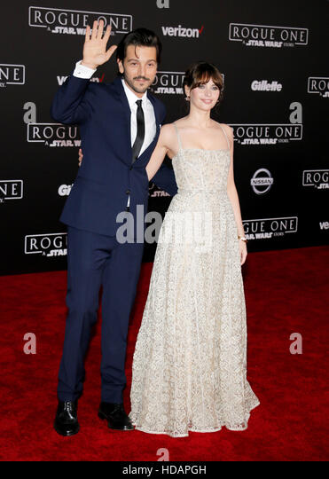 Hollywood, California, USA. 10th Dec, 2016. Felicity Jones and Diego Luna at the World premiere of 'Rogue One: - Stock-Bilder
