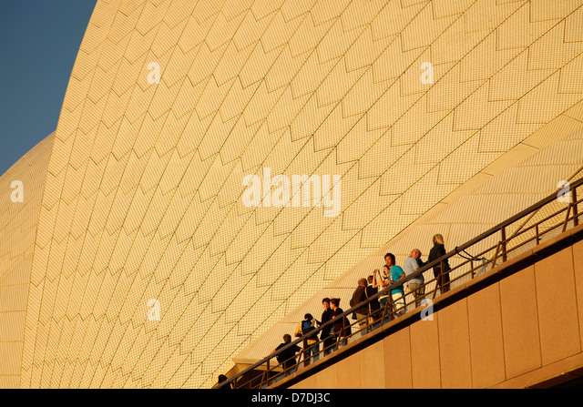 tourists in front of the giant roof of the famous opera in Sydney, New South Wales, Australia - Stock-Bilder