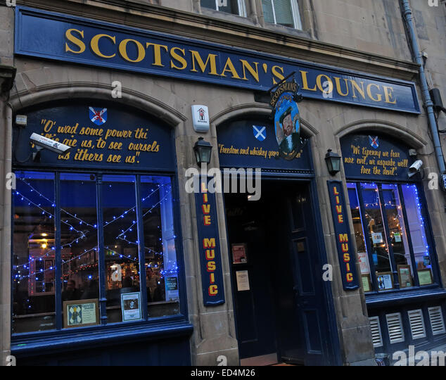 A view from outside the Scotsmans lounge traditional pub, Cockburn St, Edinburgh,  Scotland, UK - Stock Image