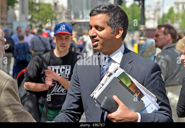 Faisal Islam, Sky TV News  political editor, on College Green, Westminster after the 2015 Queen's Speech. - Stock Image