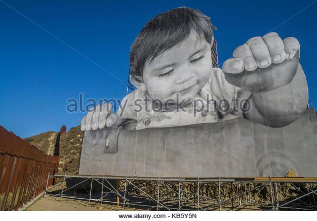 Tecate, Baja, California, USA. 28th September, 2017. 'Kikito' art installation at the U.S. Mexico border - Stock Image