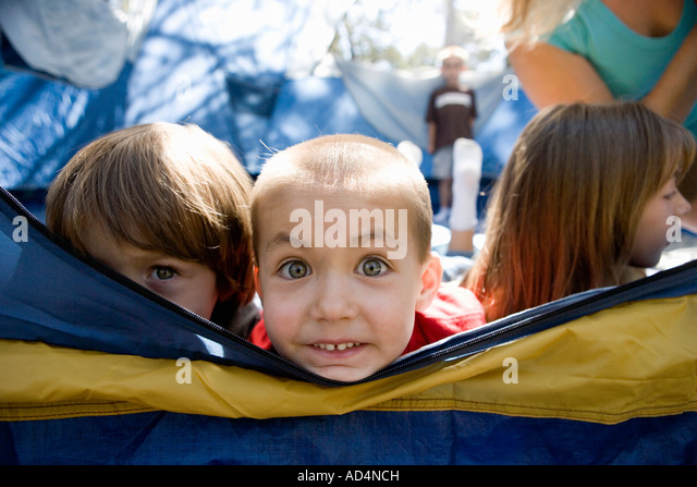 A group of children in a tent - Stock-Bilder
