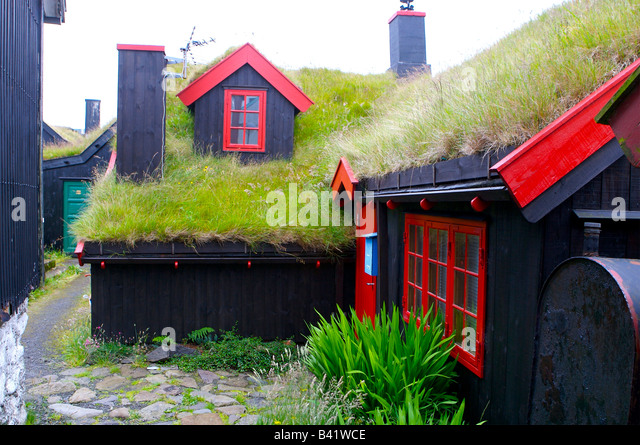 Cottage Roof toop insulation in the form of Grass and turf - Faroes Islands - Stock Image