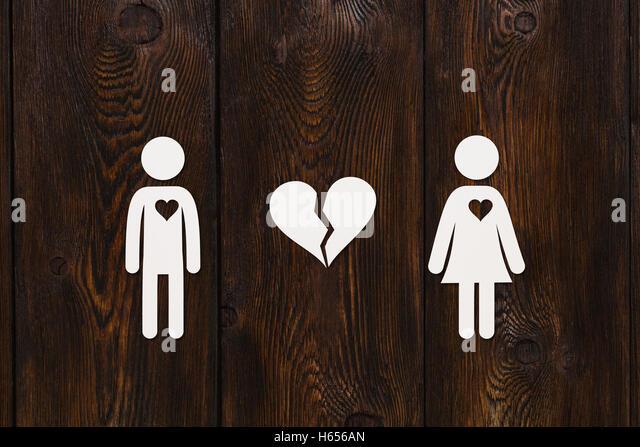 Paper man, woman, broken heart. Love concept. Abstract conceptual image - Stock Image