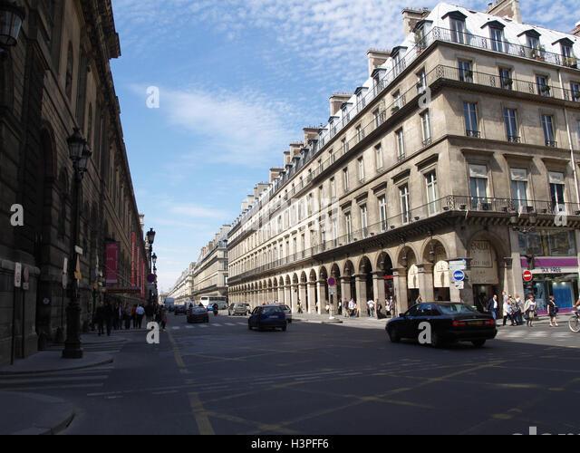 Efe Rue Du Louvre Paris