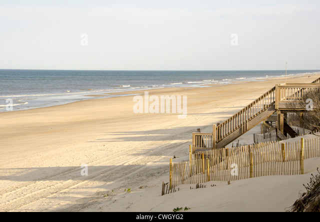 wooden beach access stairway over sand dune almost deserted beach Corolla, North Carolina Outer Banks - Stock Image