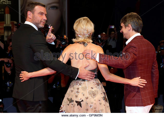 Actors Liev Schreiber (L), Naomi Watts (C) and director Philippe Falardeau (R) attend the red carpet for the movie - Stock-Bilder