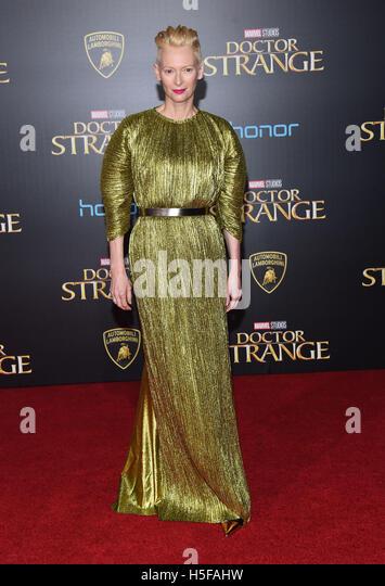 Hollywood, California, USA. 20th Oct, 2016. Tilda Swinton arrives for the premiere of the film 'Doctor Strange' - Stock-Bilder