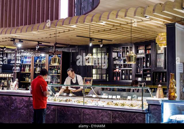 Madrid Spain Europe Spanish Recoletos Salamanca Calle de Goya Platea Madrid shopping tapas La Hora del Vermut restaurant - Stock Image