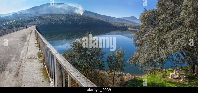 La Pesga bridge over Gabriel y Galan Reservoir waters, Caceres, Spain. Panoramic view - Stock Image