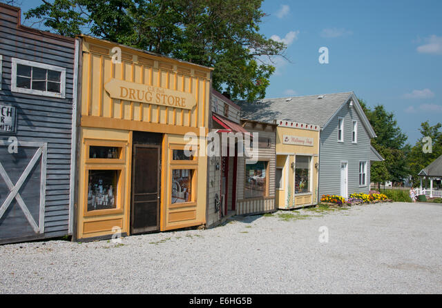 Ohio, Geauga County, Mesopotamia. Traditional old fashion store fronts ...