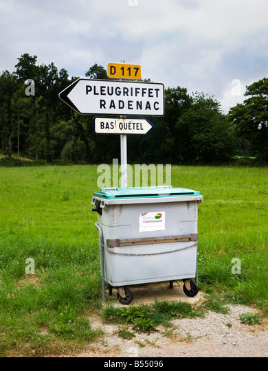 Poubelle stock photos poubelle stock images alamy - Rd rubbish bin ...