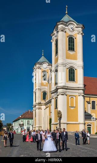 Newlyweds, Saint Bartholomew Church in Gyongyos, Hungary - Stock Image