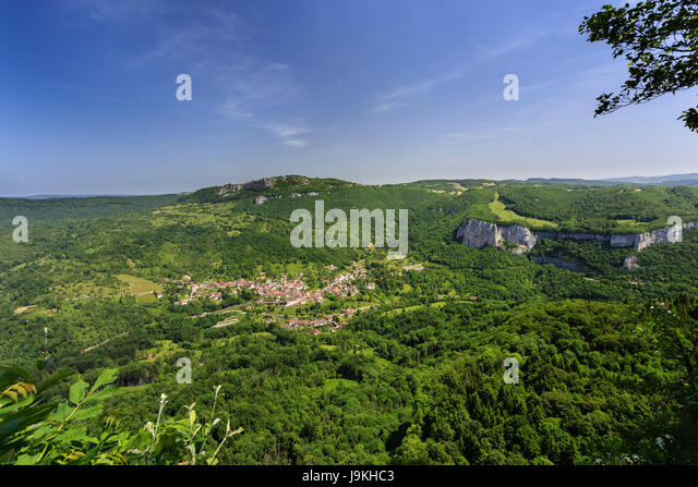 France, Doubs, Renedale, belvedere of Renedale, view on the Loue valley and Mouthier Haute Pierre - Stock Image