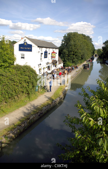 The Two Boats Inn Grand Union Canal Warwickshire UK England GB British English country pubs pub inland waterways - Stock Image
