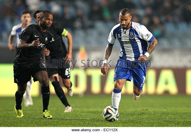 PORTUGAL, Coimbra: Porto's Portuguese forward Ricardo Quaresma (R) and Academica's Guinea forward Ivanildo - Stock Image