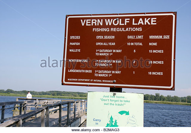 Wisconsin Kenosha Kansasville Richard Bong State Recreation Area Vern Wolf Lake fishing sign regulations season - Stock Image