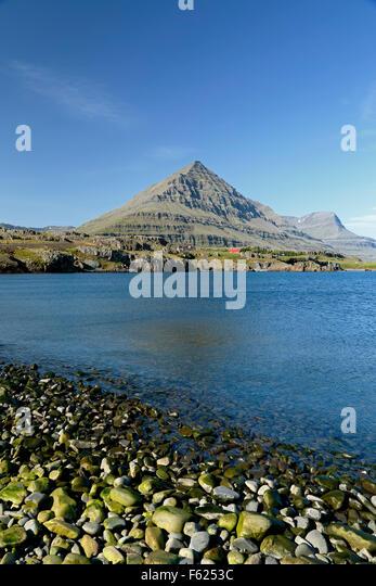 Bulandstindur Peak on Berufjordur Fjord, Route 1 (Ring Road), Iceland - Stock-Bilder