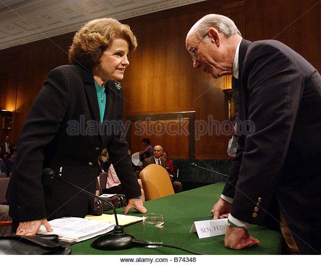 7 20 04 INTELLIGENCE COMMUNITY OVERHAUL Sen Dianne Feinstein D Calif a hearing witness and Chairman Pat Roberts - Stock Image