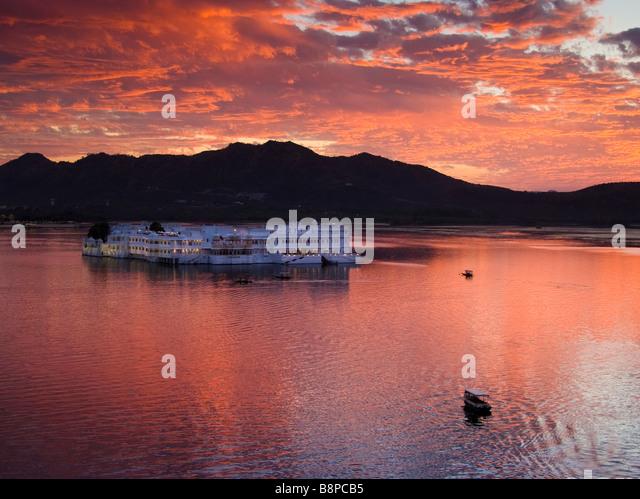 Lake Palace on Lake Pichola Udaipur Rajasthan India - Stock-Bilder