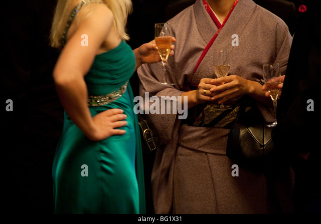 Japanese woman in kimono drinking champagne with Woman in Western style dress. - Stock-Bilder