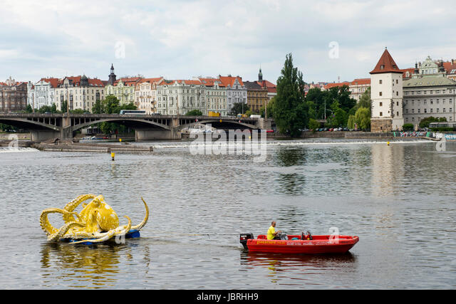 Prague, Czech Republic. 12th June, 2017. Octopus sculpture by Viktor Palus floats on the Vltava river within the - Stock-Bilder