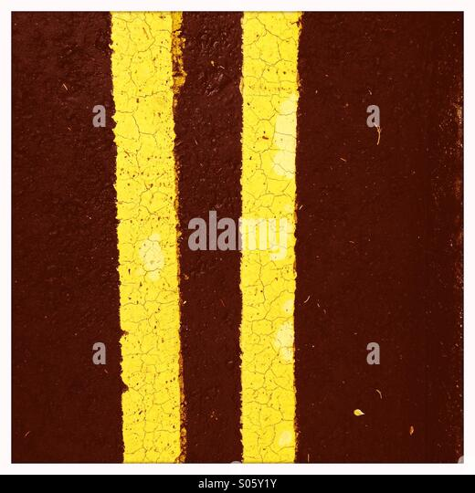 Double yellow lines - Stock Image