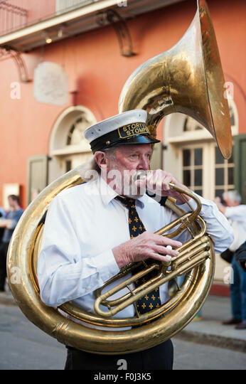 new-orleans-street-jazz-musicians-with-t