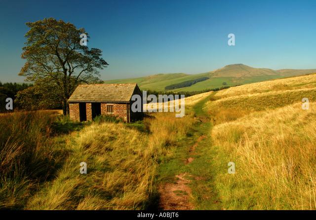 Old Stone Barn in the Shadow of Shutlingsloe, Peak District National Park, Cheshire, England, UK - Stock Image