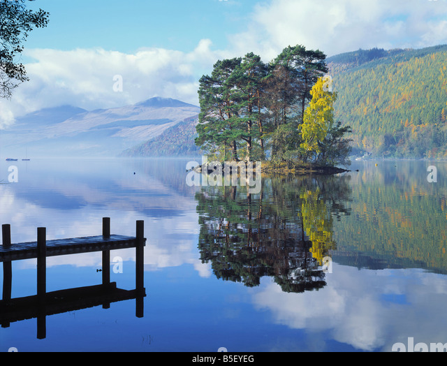 GB SCOTLAND PERTH KINROSS LOCH TAY AT KENMORE - Stock-Bilder