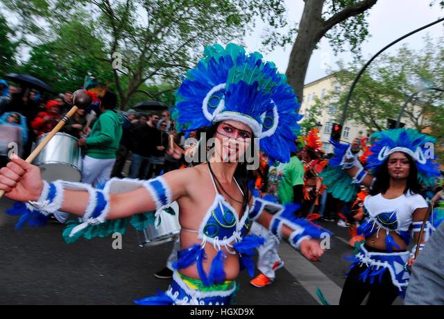 Indianer, Karneval der Kulturen, Kreuzberg, Berlin, Deutschland - Stock-Bilder