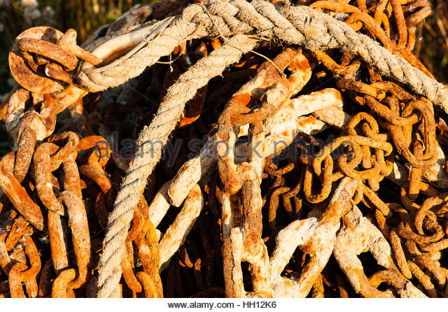 Autumnal, seafaring scene, rusty chain and rope - Stock Image