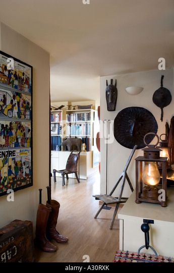 Entrance hall of a flat decorated with African art objects - Stock Image