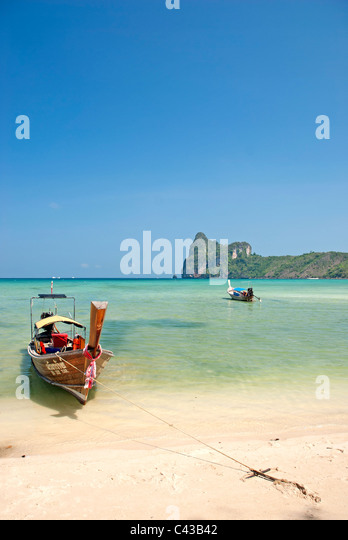 boat on tropical ko phi phi beach in thailand - Stock Image