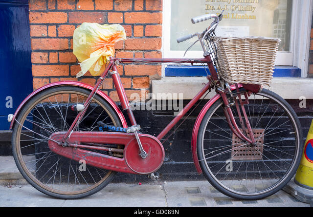 A vintage steel bicycle with a basket on the front seen in Cambridge, UK - Stock Image