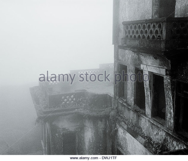 An old French Colonial hotel shrouded in fog at the Bokur Mountain Hill Station, Kampot province, Cambodia, South - Stock Image