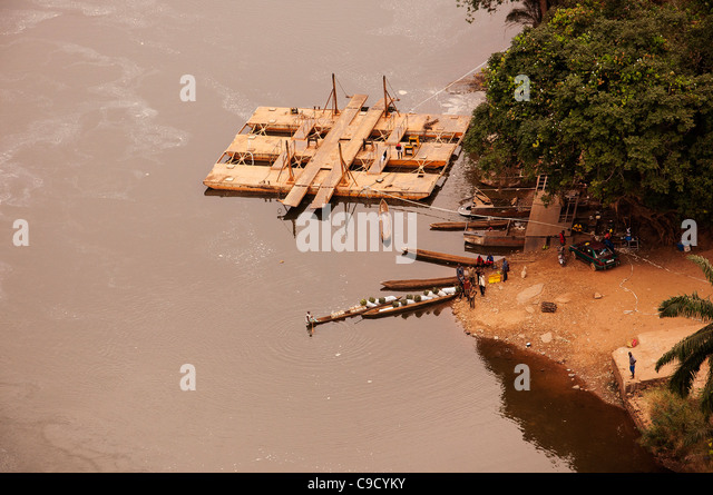Aerial view of a cable ferry on the Niari River, Bouenza Province, Republic of Congo. - Stock-Bilder