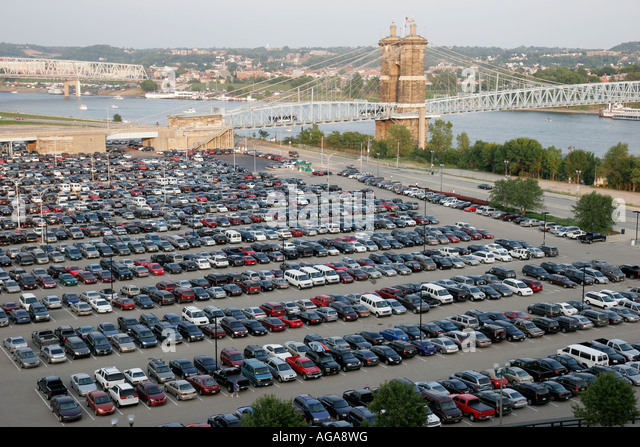 Ohio, Cincinnati, Paul Brown Stadium, parking lot, Ohio River, vehicles, - Stock Image