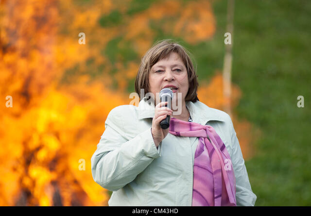 DUBROVITSY - SEPTEMBER 29: G.Vladimirskaya on 11 poet M.Tsvetaeva memoriam event 'Tsvetaeva`s fire' and - Stock Image
