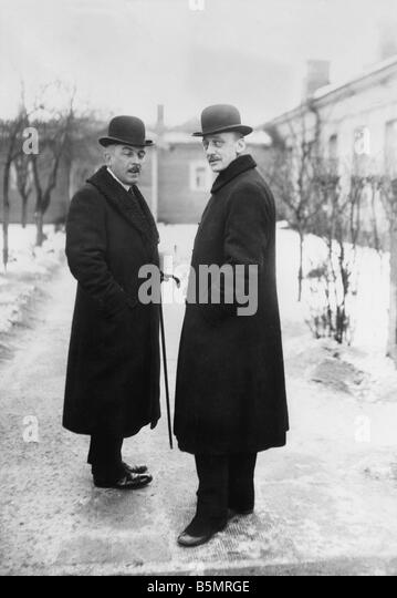 9 1917 12 15 A1 4 Czernin and Kuehlmann 1917 World War 1 1914 18 Russian German armistice of Brest Litowsk 15th - Stock-Bilder