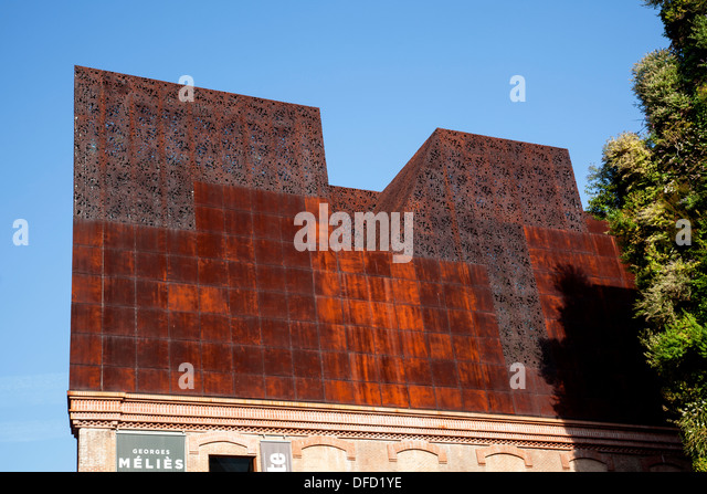 CaixaForum Museum and culture center, constructed by the Swiss architects Herzog & de Meuron next to the 'Green - Stock Image