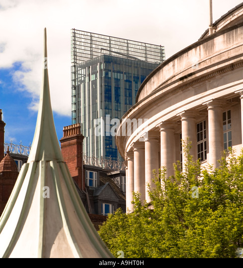 A shot of many contrasts showing the public library on the right (contd...) - Stock Image